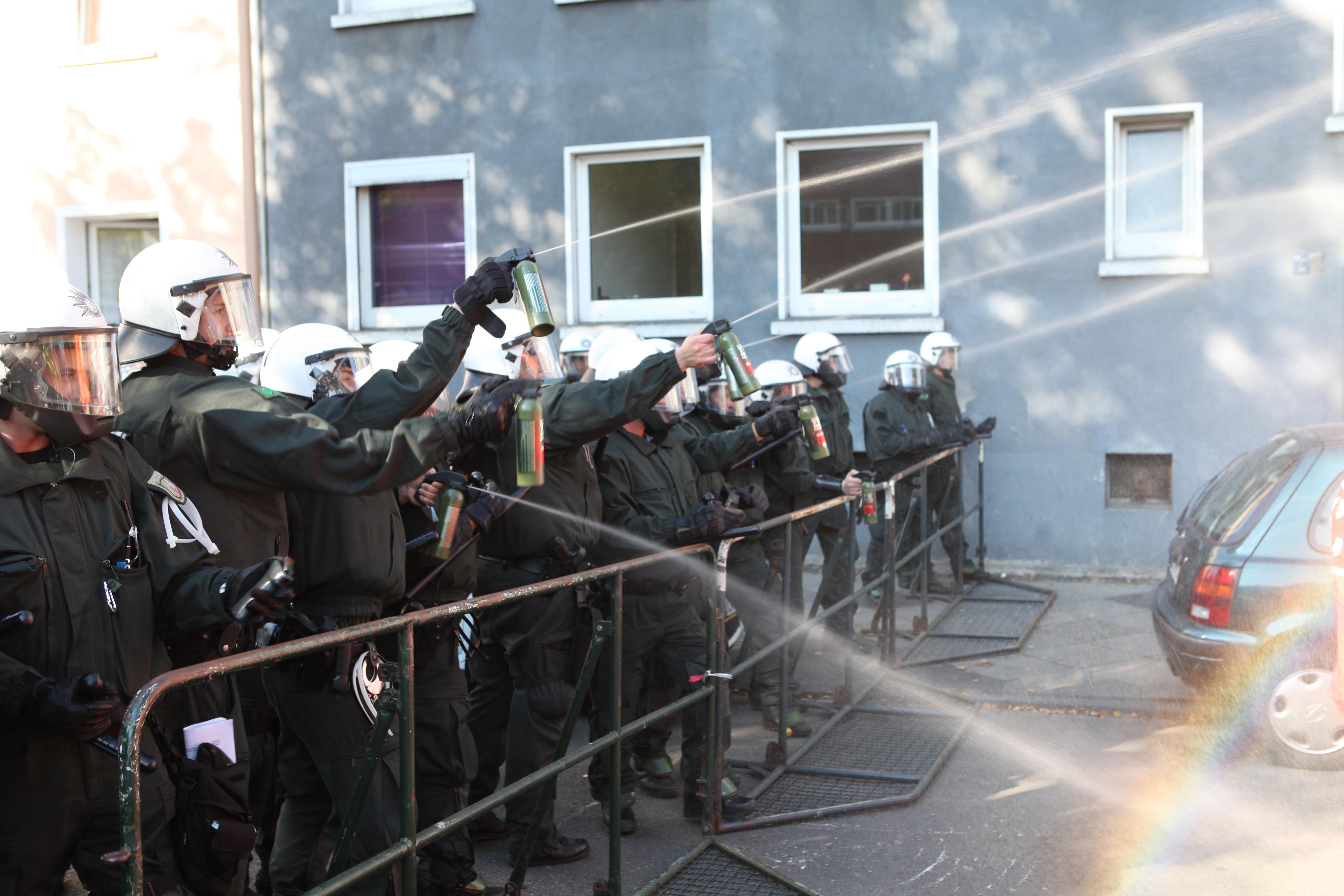 polizei setzte massiv pfefferspray ein